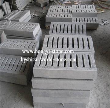 """福建宏奕石材国际有限公司,是长泰G654芝麻黑矿区所在地是一家集矿山开发、石材加工及进出口贸易为一体的综合性企业。 公司拥有几座矿山,2 生产型工厂及多家协作工厂。专业生产各种国内及进口的花岗岩及大理石产品:台板、薄板、工程板、地铺石、路延石、小方石、石雕工艺品、墓碑石及各种异形石材制品。产品除供应国内工程外,还远销美国、加拿大、德国、日本、澳州、英国、荷兰、韩国、新加坡等国家和地区。 公司以""""质量第一,信誉第一""""为宗旨,竭诚欢迎国内外广大朋友来人来函洽谈业务,互相合作,共同发展。"""