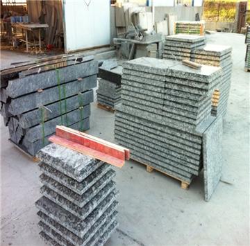 山西省五寨县东盛石业位于蝴蝶绿产地五寨县,公司实力雄厚,技术先进,设备先进,组合大锯,28头连续磨机,红外线切边机。公司总厂位于山东莱州,团队有二十多年的石材生产经验。公司自有矿山及加工厂,加工厂位于五寨县北外环路南坪工业园。