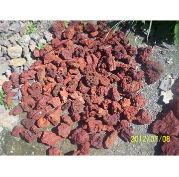主要生产火山岩系列:海南黑、黑洞石(蜂窝石)、咸来黑(微孔石)、安山岩(海南灰)、红火山岩;加工各种规格机切面、亚光面、抛光面、仿古面、喷沙面、荔枝面、火烧面、自然面等异形工艺