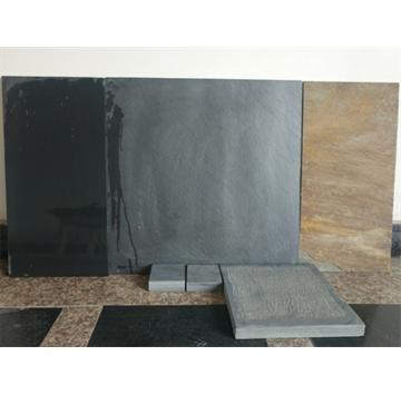 青石板易于劈制成面积不大的薄板,过去常用于园林中的地面、屋面瓦等。因其古朴自然,一些室内装饰中将其用于局部墙面装饰,返朴归真的效果颇受欢迎。青石板取其劈制的天然效果,表面一般不经打磨,也不受力,帮挑选时只要没有贯通的裂纹即可使用。 青石板质地密实,强度好,易于加工,可采用简单工艺凿割成薄板或条形材,是理想的建筑装饰材料。用于建筑物墙裙、地坪铺贴以及庭院栏杆(板)、台阶灯,具有古建筑的独特风格。 常用青石板的色泽为豆青色和深豆青色以及青色带灰白结晶颗粒等多种。青石板格局加工工艺的不同分为粗毛面板、细毛面板和剁斧板等多种。尚可根据建筑意图加工成光面(磨光)板。 青石文化板材是一种新型的高级装饰材料,纯天然无污染无辐射、质地优良、经久耐用、价廉物美。丰富的石文化底蕴又使其具备了极高的观赏价值和收藏价值。 联系电话:  13361729532 联系人:吴先生