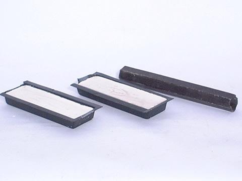 汕头华阳石材工具(Http://www.1tool.cn)专业批发石材烫胶/蜡条,颜色多款,胶质好,硬度高,打磨上光快。