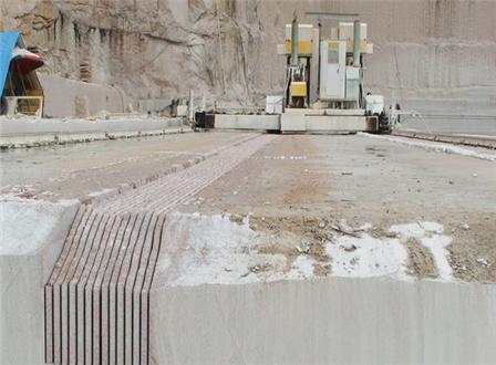 用于石材礦體上直接開采工程石板材的新型機電一體化礦山機械自動化設備,采用鋸切開采新技術、PLC和HMI數字化控制技術,可根據工程石材的尺寸大小直接在礦體上切割,從根本上解決了工程石材的傳統開采和加工不...