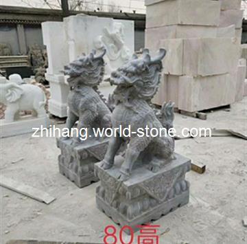 嘉祥志航石业座落于中国石雕之乡,宗圣曾子的故里--嘉祥。公司拥有元老雕刻师父数十名,和得力的爱徒们,共同用精深的技术,实在的人品回报于社会。你们的满意,你们的追求就是我们不懈努力服务的宗旨。公司主要生产各类石雕以及板材。有大象、貔貅、石狮、麒麟等动物石雕,有石栏杆、石桥等石雕栏杆系列,还有凉亭、石桌窗花、牌楼、石塔等艺术雕刻。